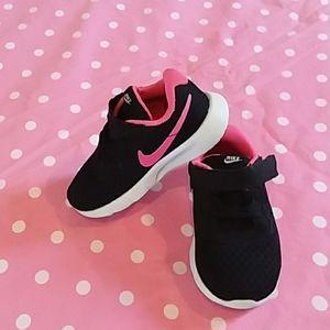Toddler Girls Nike Sneakers Sz 6C EUC